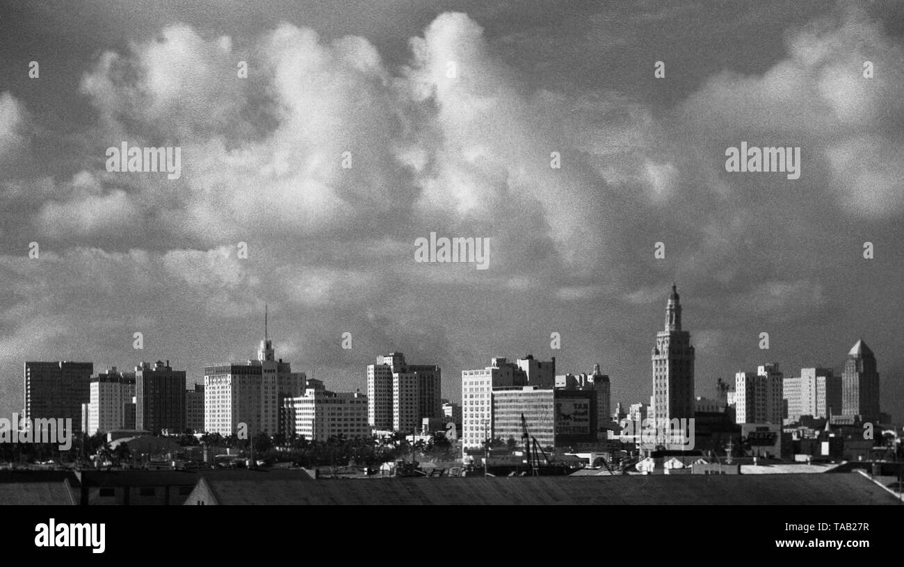 AJAXNETPHOTO. SEPTEMBER, 1963. MIAMI, FLA, USA. - DOWNTOWN MIAMI - THUNDERY CLOUDS BUILDING OVER THE CITY SKYLINE. TALLEST BUILDING (CENTRE, RIGHT.) IS MIAMI DADE COUNTY COLLEGE FREEDOM TOWER, NOW (21ST CENTURY) PART OF MUSEUM OF ART AND DESIGN COMPLEX. PHOTO:JONATHAN EASTLAND/AJAX REF:M1206311_1_2 - Stock Image