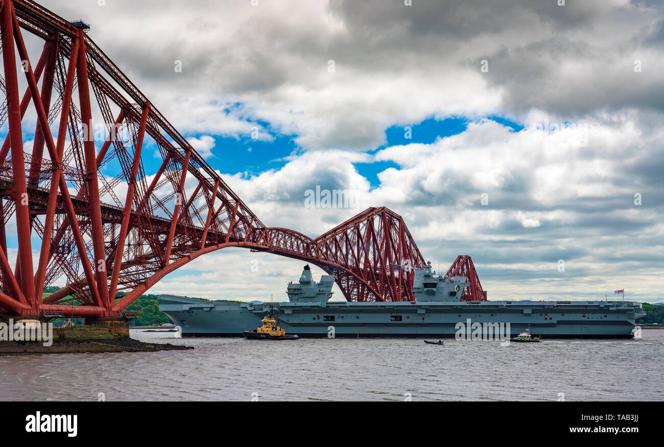 North Queensferry, Scotland, UK. 23 May 2019. Aircraft carrier HMS Queen Elizabeth sails from Rosyth in the River Forth after a visit to her home port - Stock Image