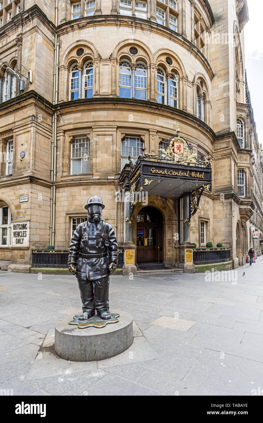 Statue of citizen firefighter outside entrance to Grand Central Hotel in Glasgow Central railway Station complex  Glasgow Scotland UK - Stock Image
