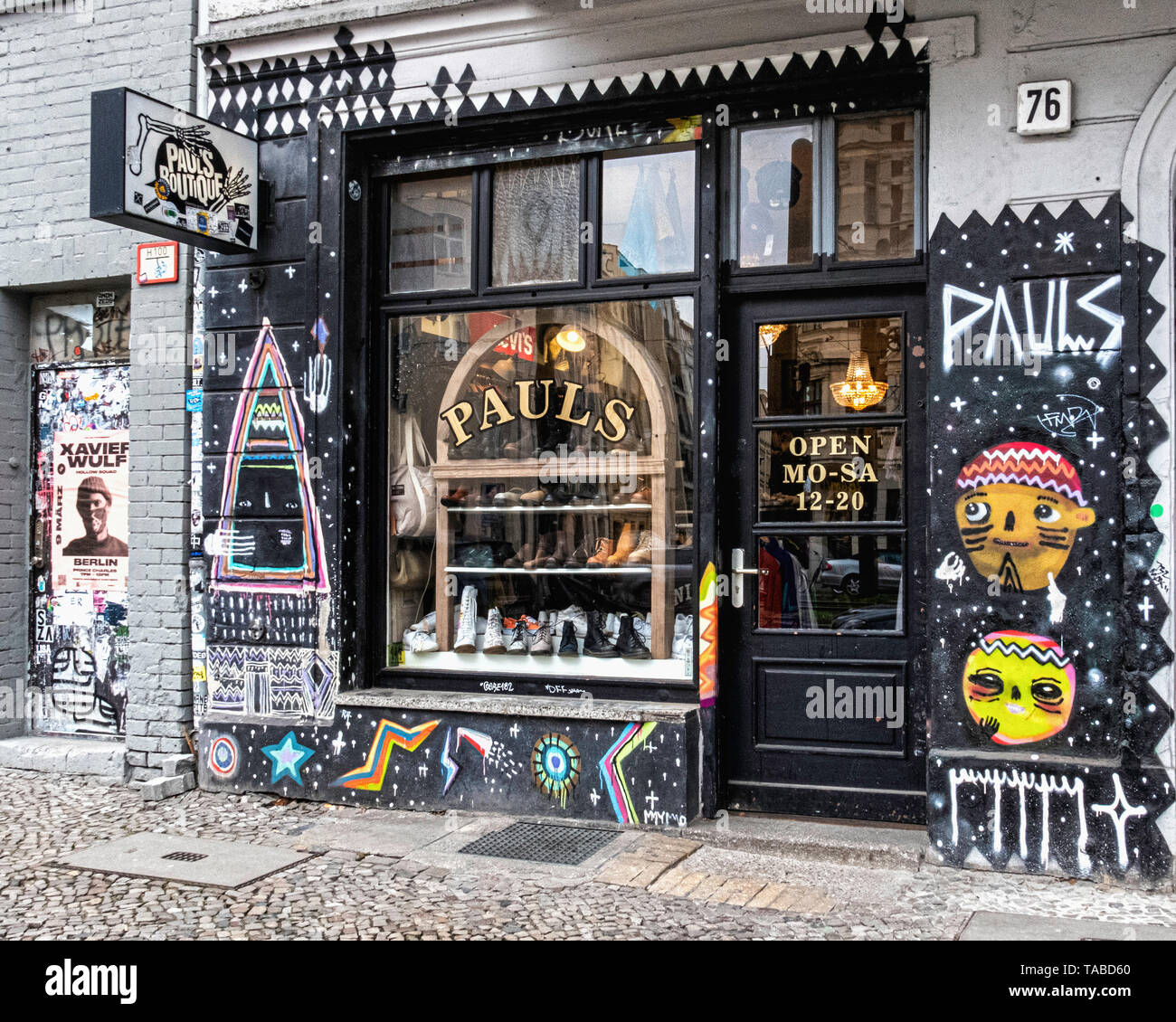 Berlin,Mitte. Pauls Boutique shop exterior & display window. Vintage clothing & fashion in Torstrasse Stock Photo