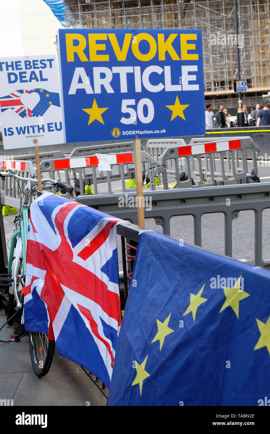 Revoke Article 50 SODEM posterand The Best Deal is with EU remainer Brexit posters flags and banners in the street outside the Houses of Parliament in Westminster London England UK  21 May 2019 KATHY DEWITT - Stock Image