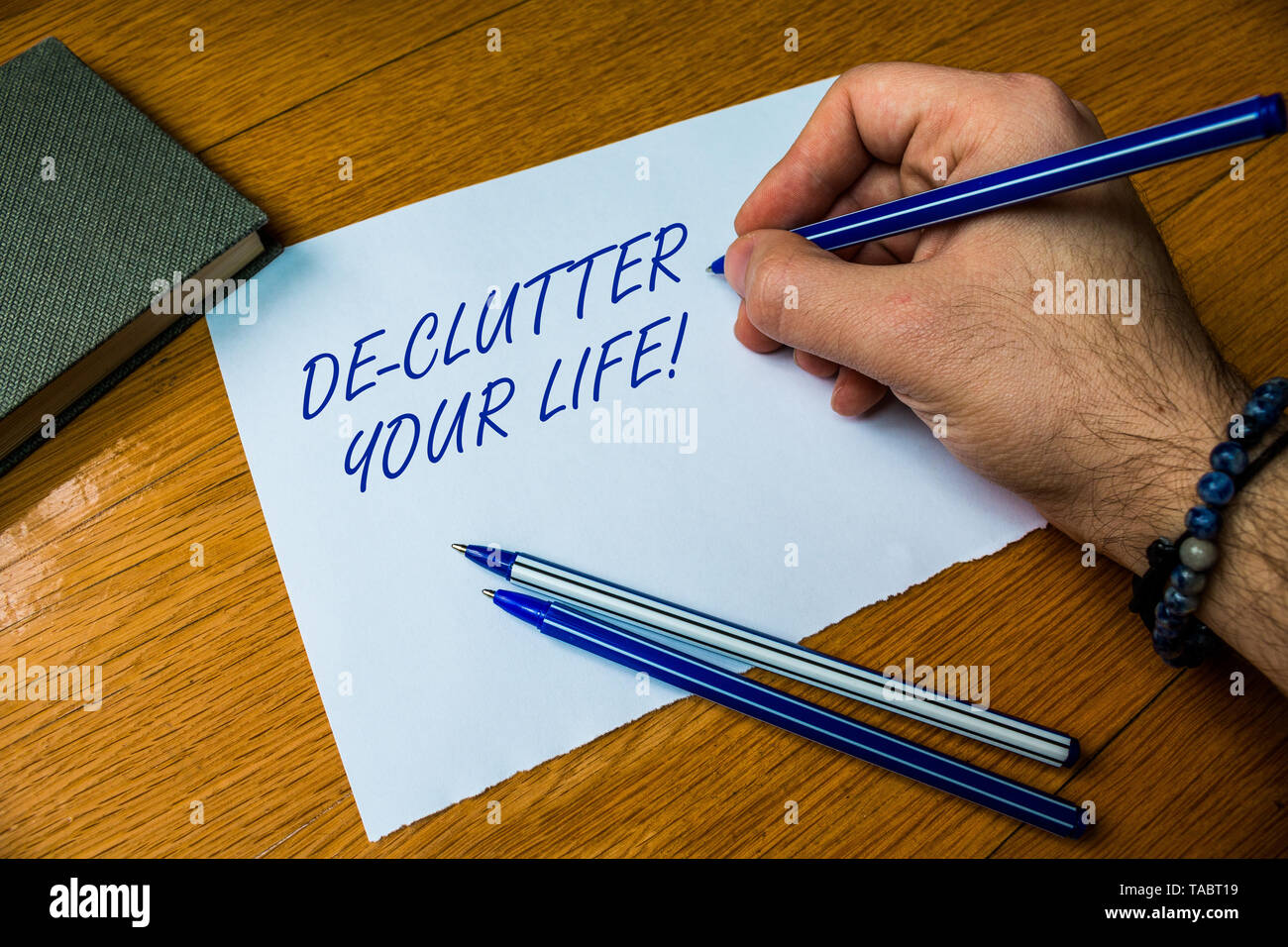 Handwriting text writing De Clutter Your Life. Conceptual photo remove unnecessary items from untidy or overcrowded places Top vie male handwriting wo - Stock Image