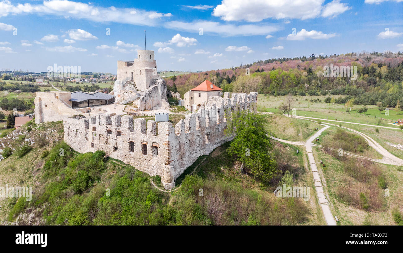 Aerial view of medieval Rabsztyn Castle ruins on hill top in sunny day, in Poland. - Stock Image