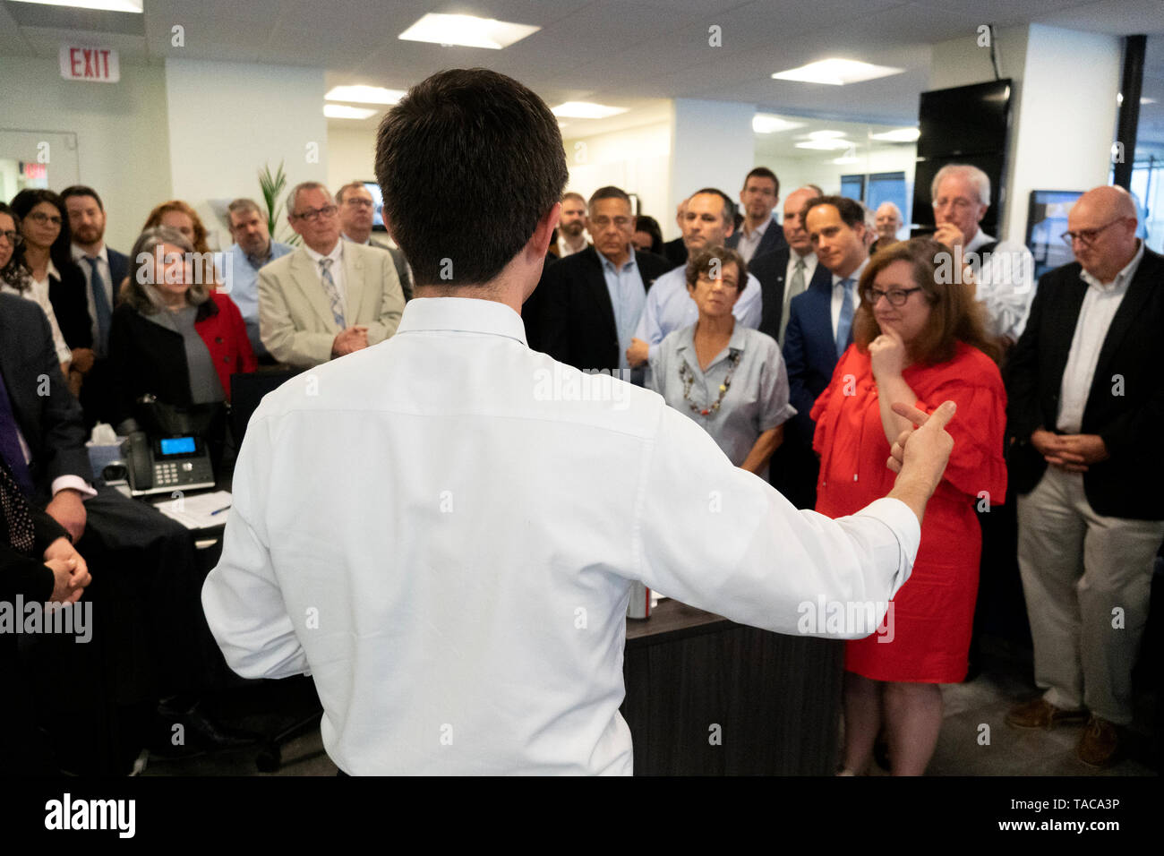 Mayor Pete Buttigieg meets with leaders of the Jewish community at a communal parlor meeting at the offices of Bluelight Strategies in Washington, DC, U.S. on May 23, 2019. Credit: Stefani Reynolds/CNP   usage worldwide Stock Photo