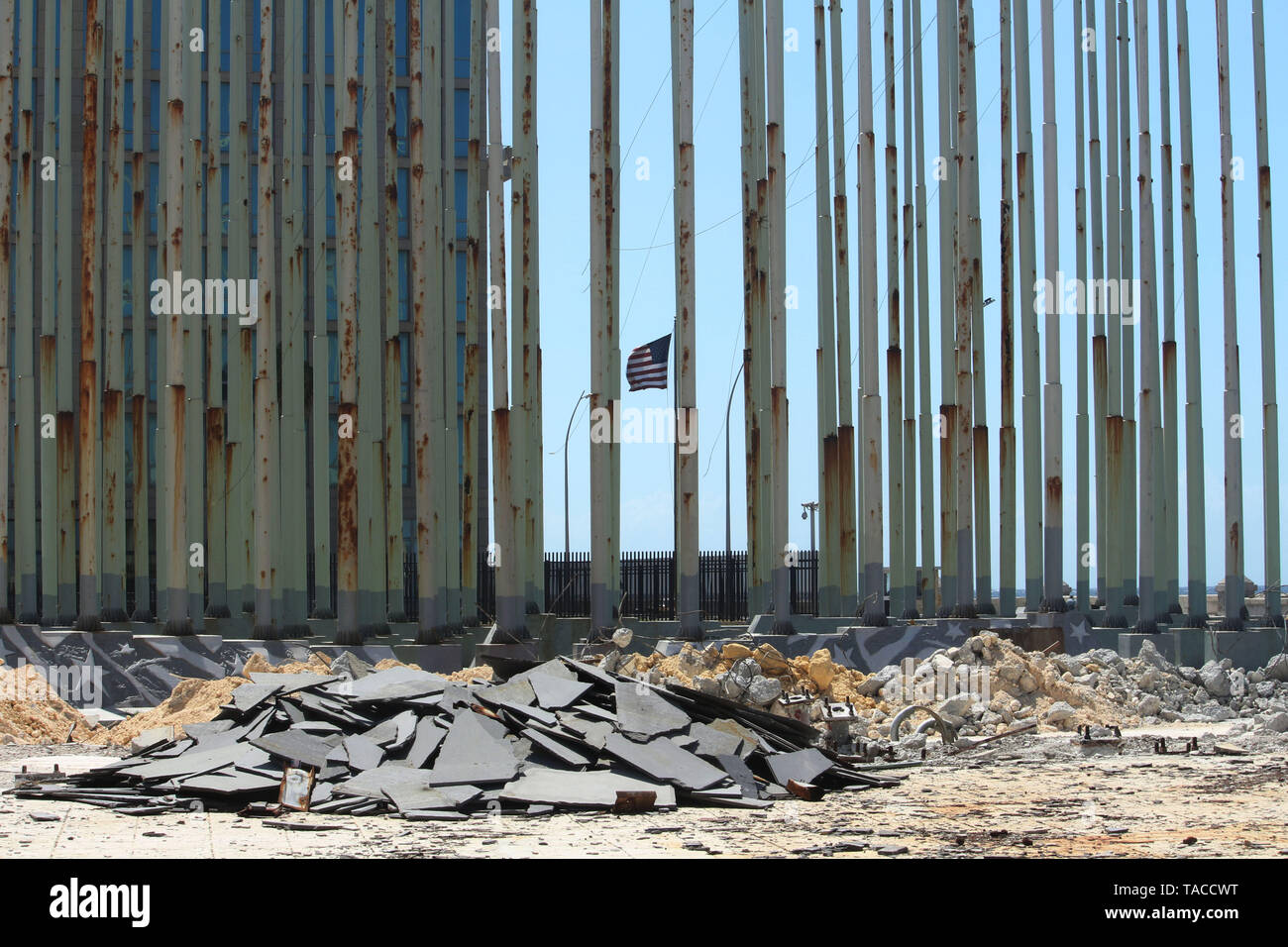 Havanna, Cuba. 23rd May, 2019. Debris lies on the 'Anti-imperialist Tribune'. Workers are currently renovating the 'Anti-imperialist Tribune' right in front of the US embassy in the Cuban capital. Credit: Guillermo Nova/dpa/Alamy Live News - Stock Image