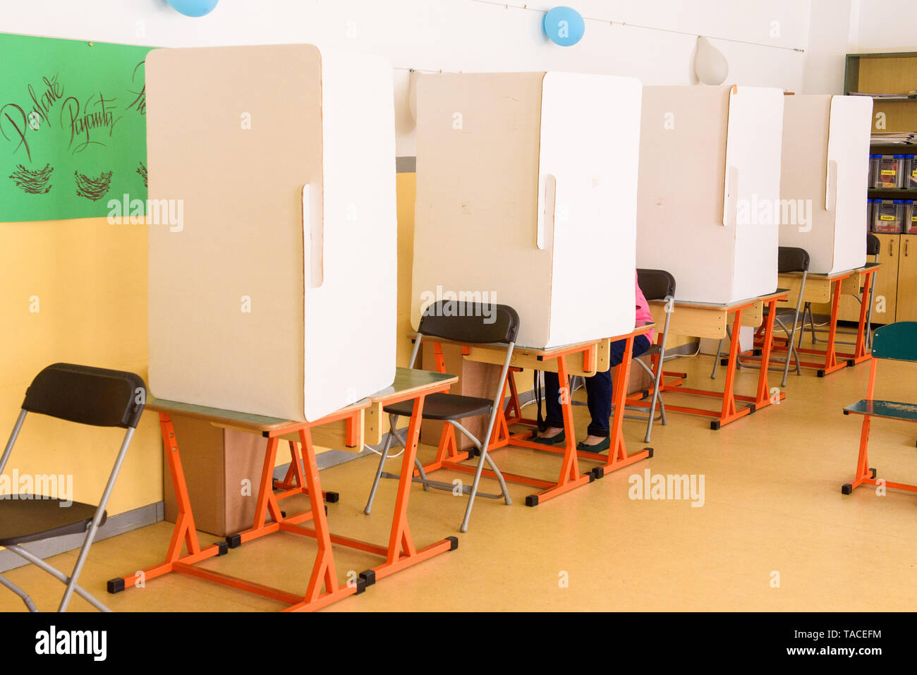 Riga, Latvia. 23rd May, 2019. Tables for Early voting at 2019 European Parliament Election in Latvia. Credit: Gints Ivuskans/Alamy Live News - Stock Image