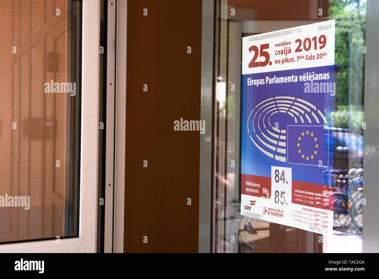 Riga, Latvia. 23rd May, 2019. Early voting at 2019 European Parliament Election in Latvia. Credit: Gints Ivuskans/Alamy Live News - Stock Image