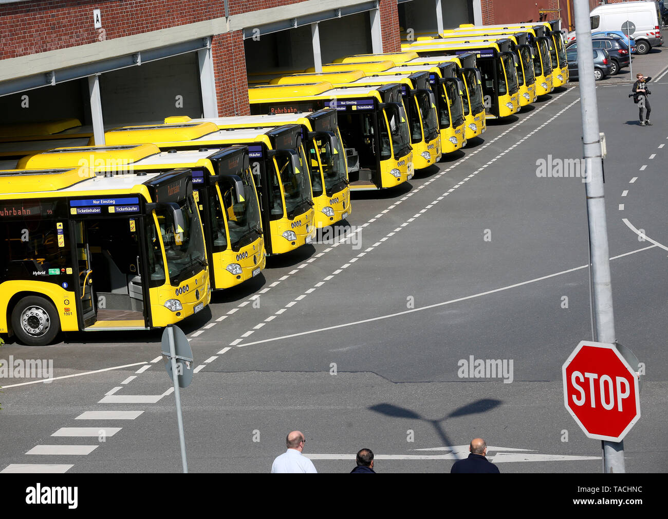 Essen, Germany. 24th May, 2019. New hybrid buses are presented at the Ruhrbahn depot. The total of 45 buses with 'mild hybrid technology' meet the currently cleanest diesel environmental standard. Credit: Roland Weihrauch/dpa/Alamy Live News - Stock Image