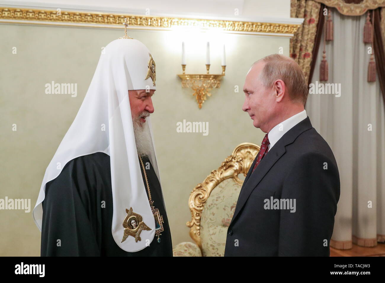 Moscow, Russia. 24th May, 2019. MOSCOW, RUSSIA - MAY 24, 2019: Patriarch Kirill (L) of Moscow and All Russia and Russia's President Vladimir Putin during a meeting at the Moscow Kremlin. Mikhail Klimentyev/Russian Presidential Press and Information Office/TASS Credit: ITAR-TASS News Agency/Alamy Live News - Stock Image