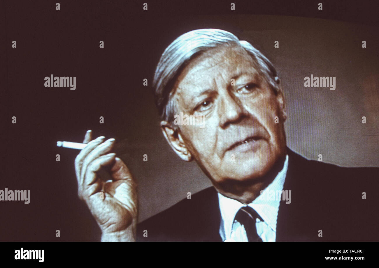 Helmut Schmidt - German politician and Chancellor of the Federal Republic of Germany from 1974-1982 pictured here smoking a cigarette, archive image taken ca 1985 - Stock Image