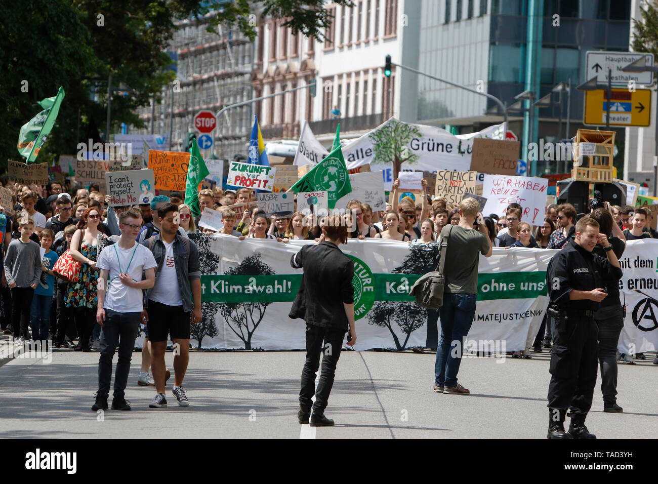 Frankfurt, Germany. 24th May 2019. The protest marches through Frankfurt city centre. Around 4,500 young people marched through Frankfurt to the European Central Bank, to protest against the climate change and for the introduction of measurements against it. The protest took place as part of an Europe wide climate strike, two days ahead of the 2019 European elections. - Stock Image