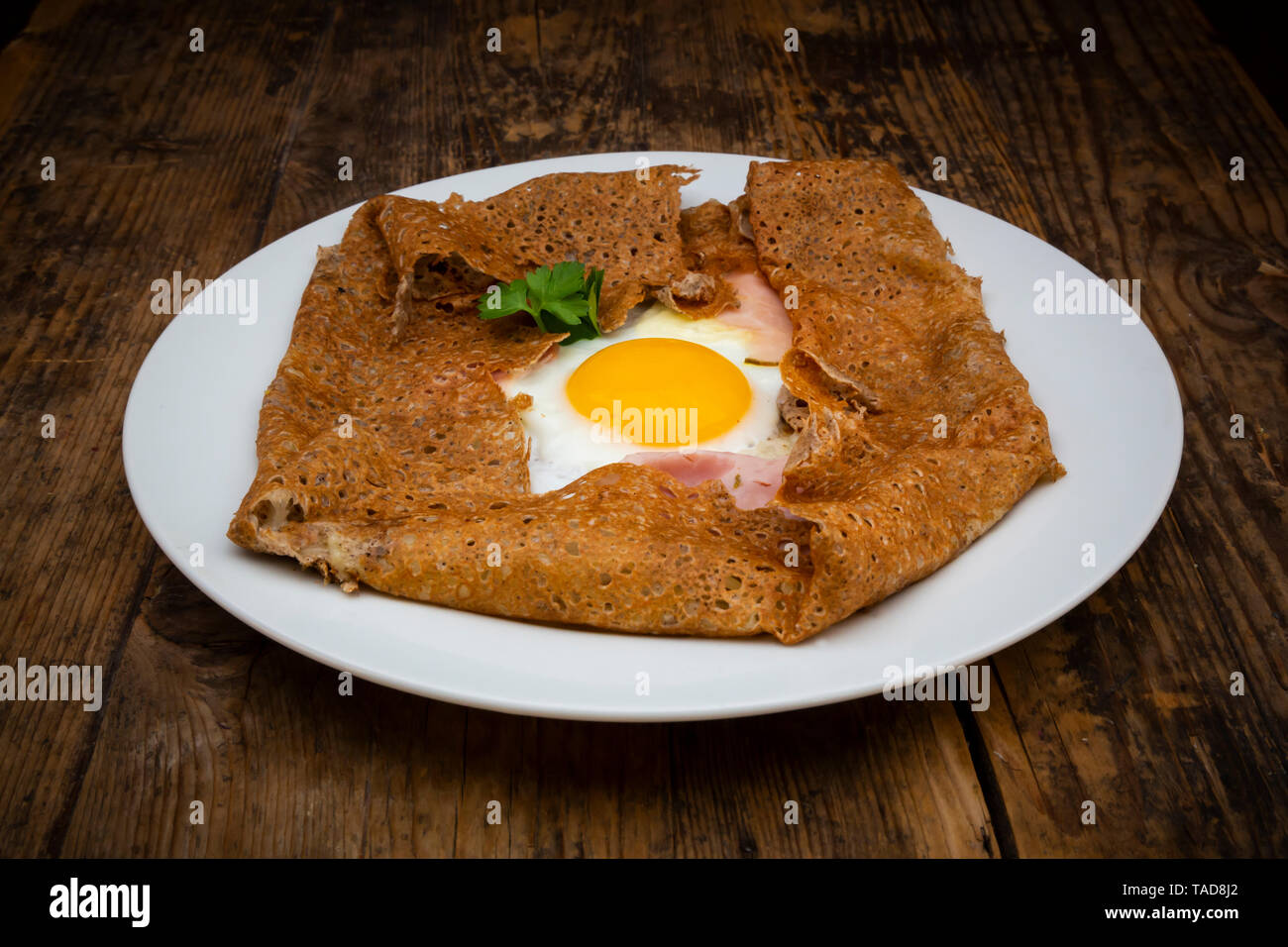 Galette Complete Breton Buckwheat Pancake With Egg Cheese Und Ham Glutenfree Stock Photo Alamy