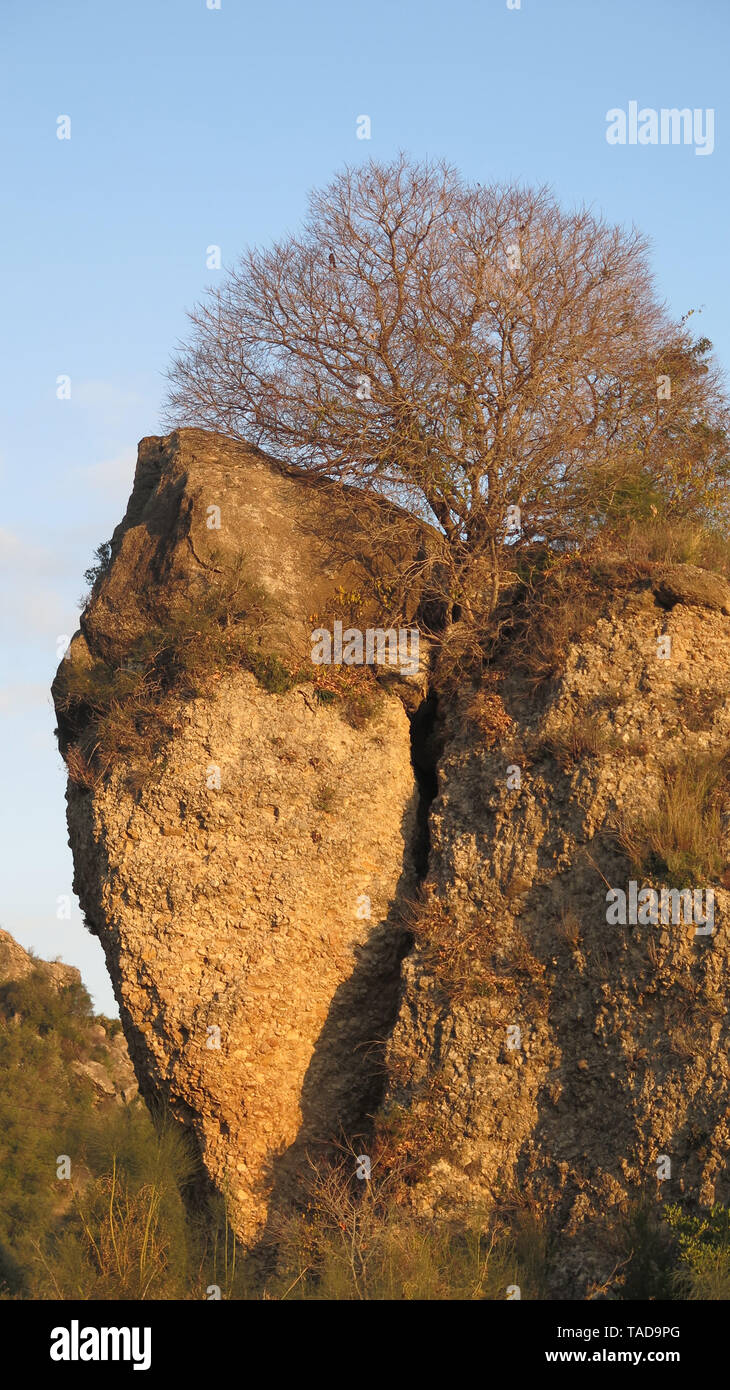 Rockscape in Alora countryside, Andalusia in early morning sunshine - Stock Image