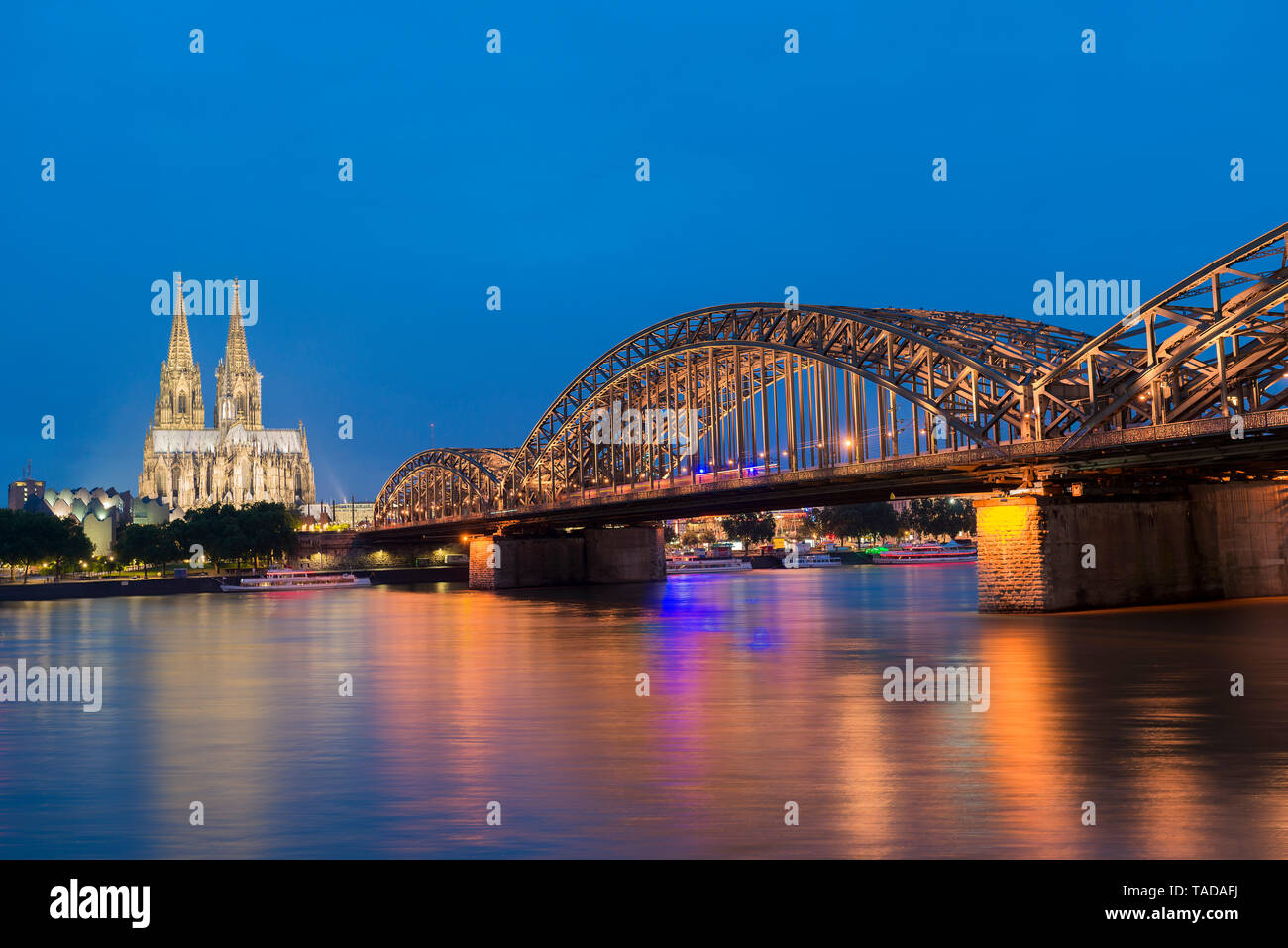 Germany, Cologne, view to Cologne Cathedral with Hohenzollern Bridge and River Rhine in the foreground - Stock Image
