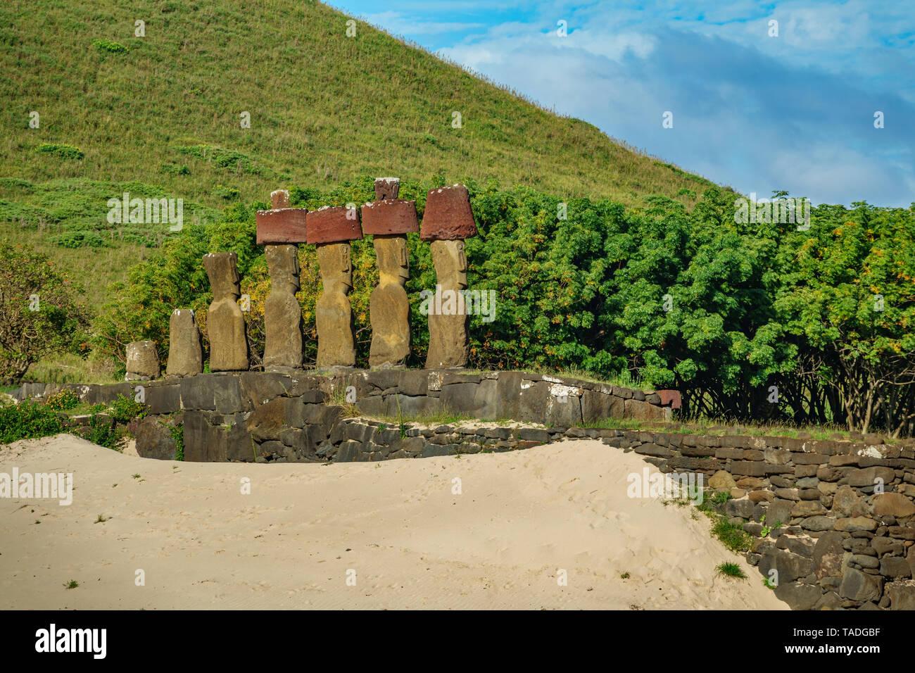 Ahu Nau Nau Moais looking to Rapa Nui - Stock Image