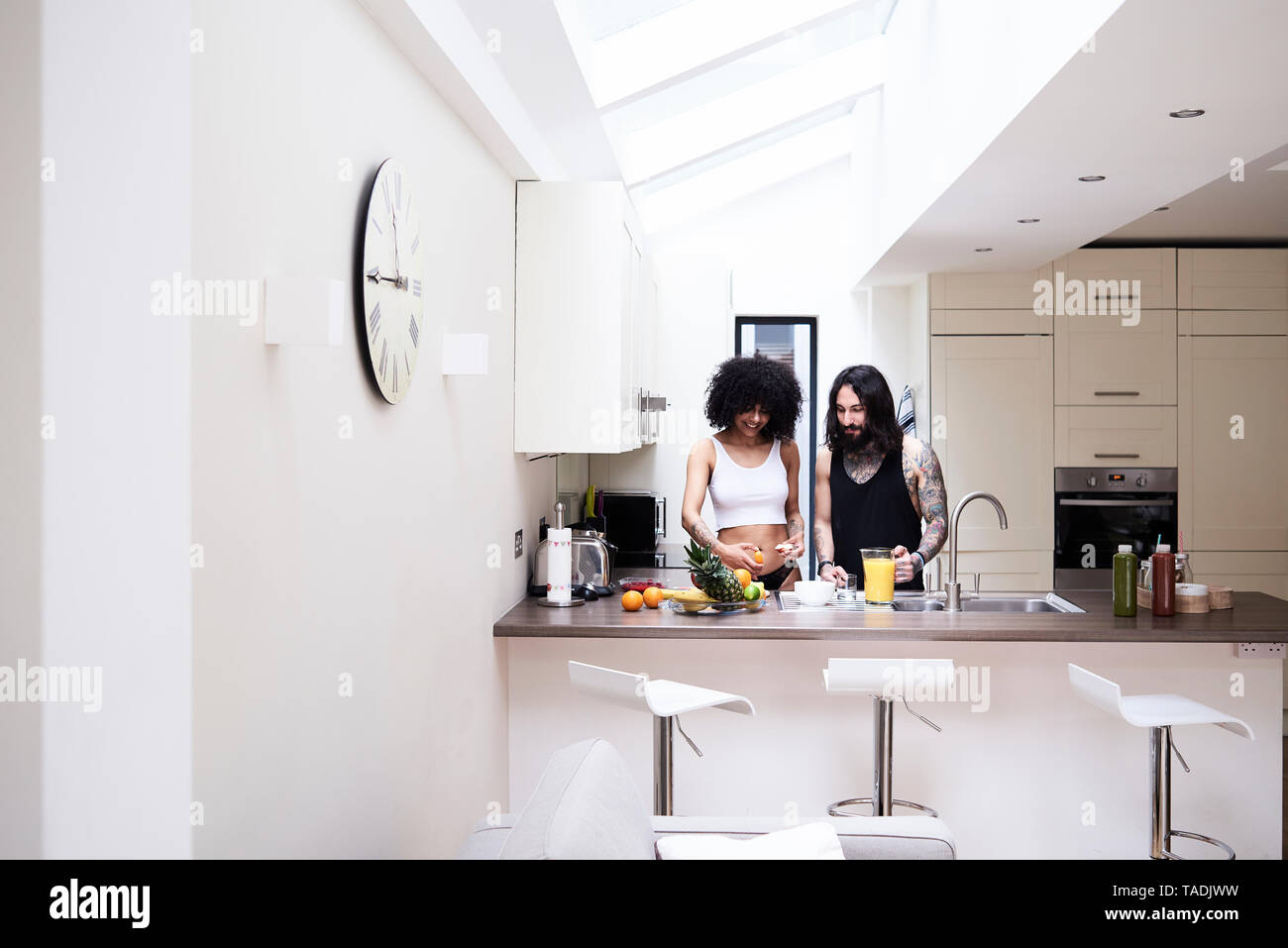 Young couple preparing healthy meal in kitchen - Stock Image