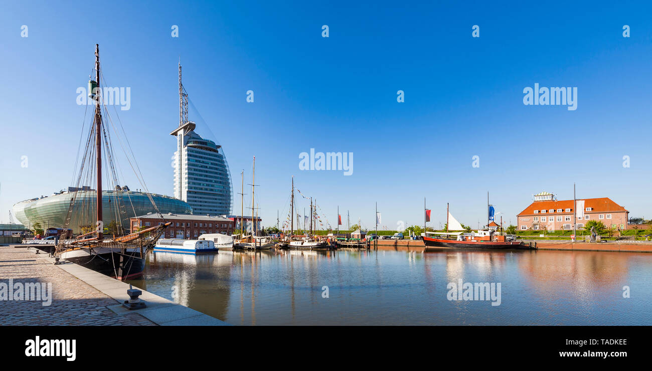 Germany, Bremen, Bremerhaven, New Harbour, Klimahaus, Science Center, Atlantic Hotel Sail City - Stock Image