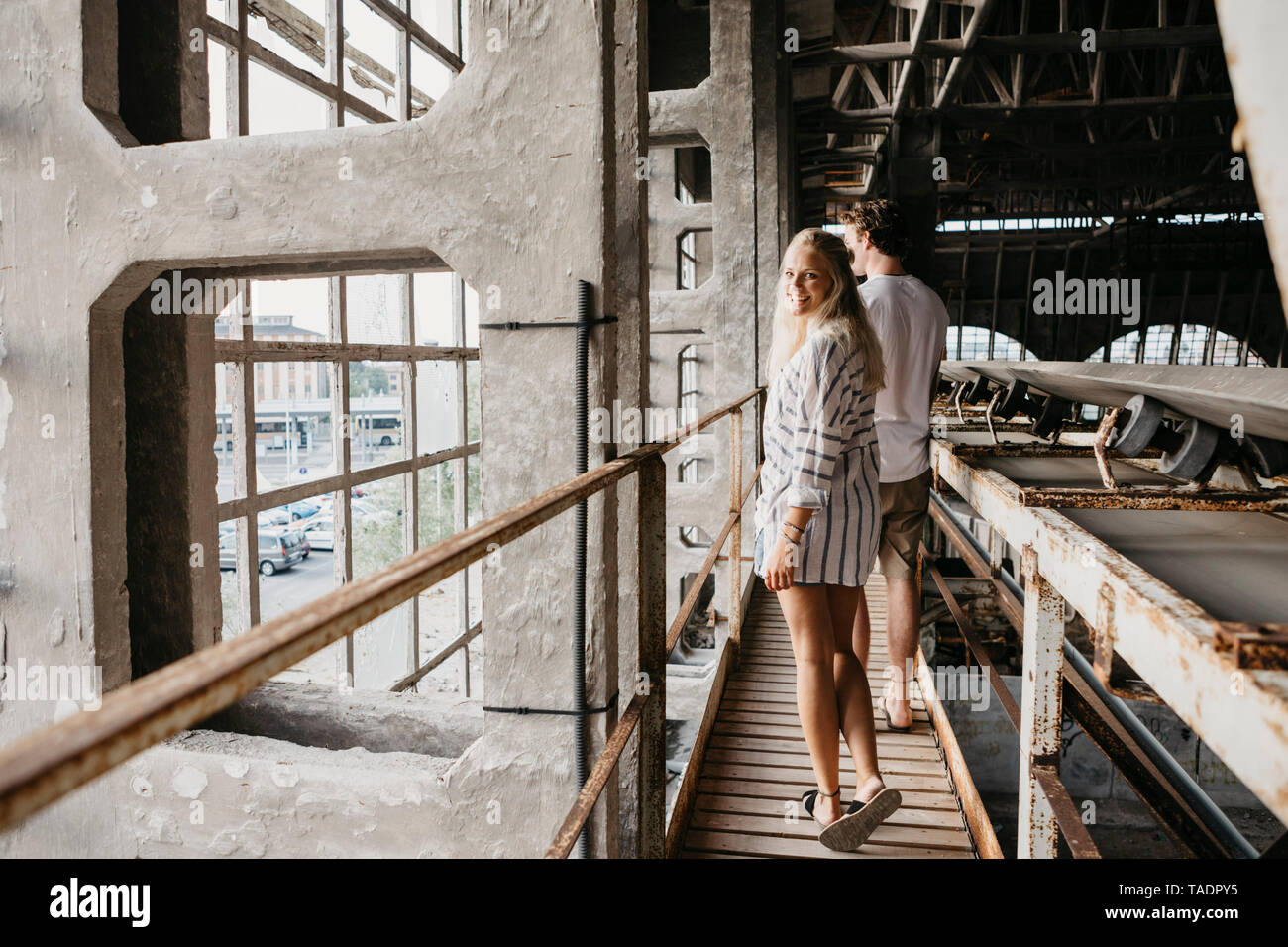 Happy young couple in an old train station - Stock Image