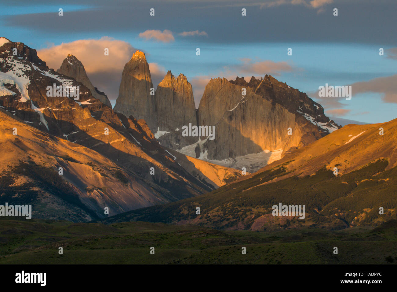 Chile, Patagonia, Torres del Paine National Park, mountainscape in early morning light - Stock Image