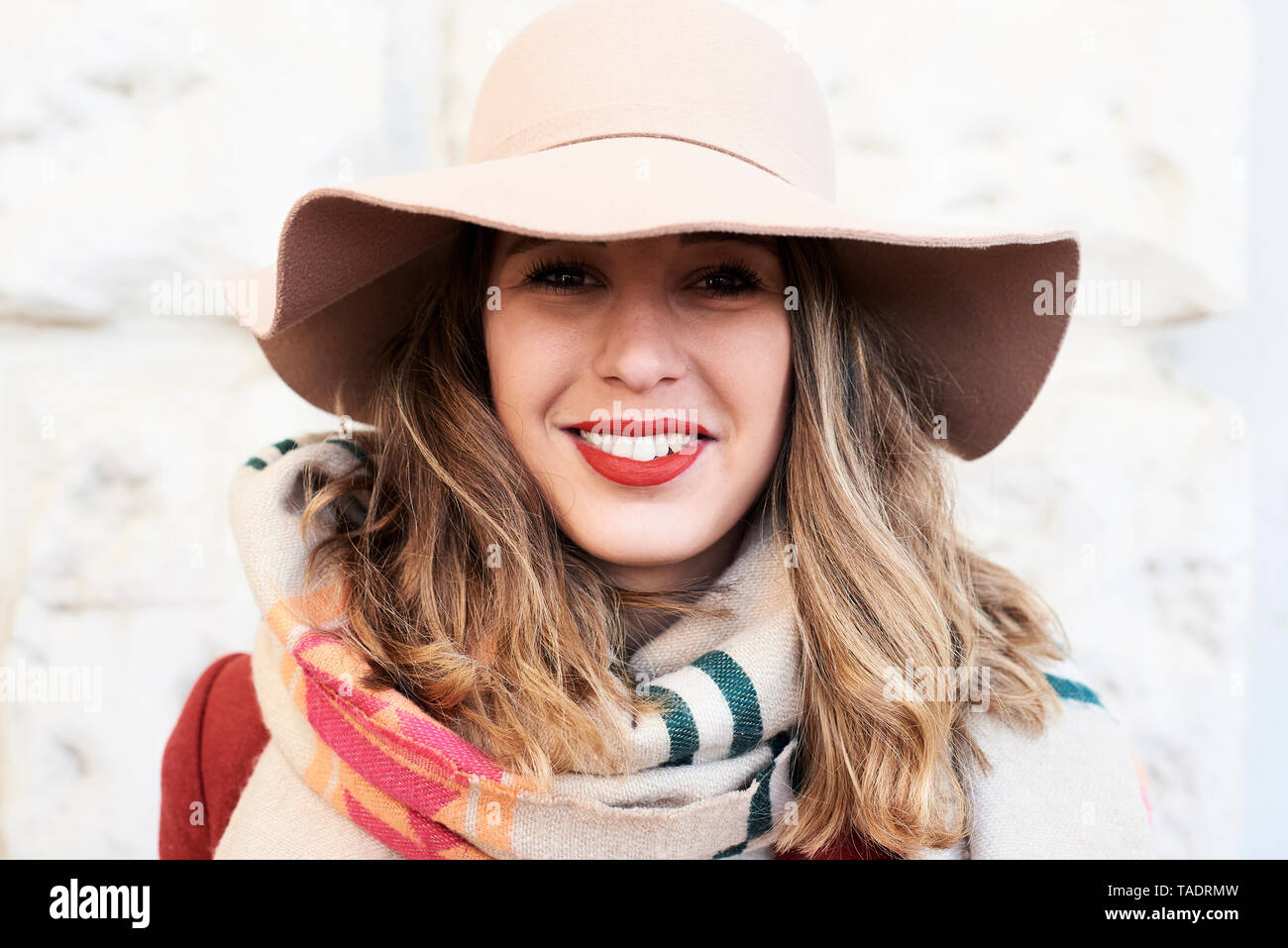 32116837dc74ae Portrait of a smiling stylish woman wearing a floppy hat - Stock Image