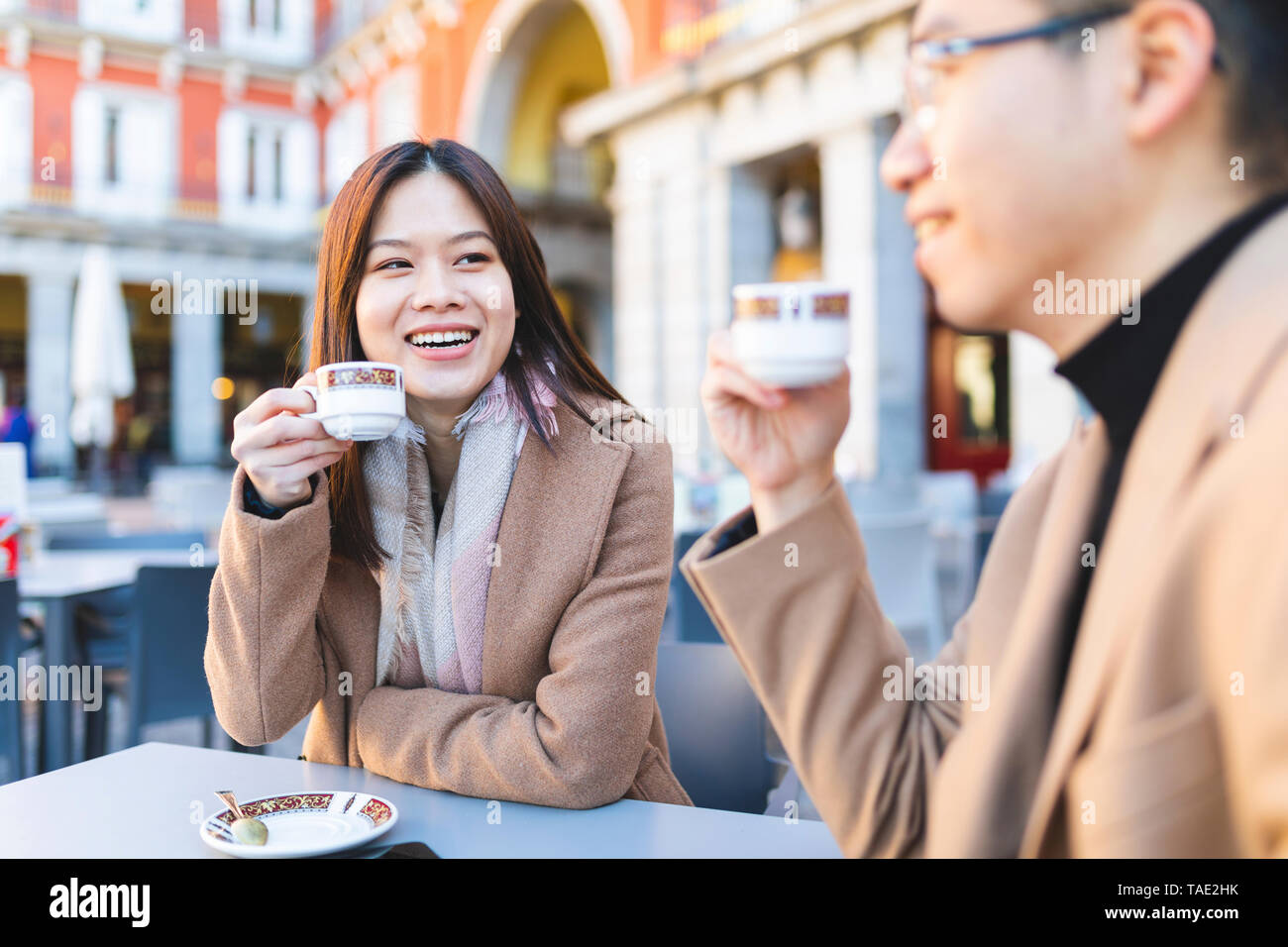 Spain, Madrid, young couple enjoying a coffee at Plaza Mayor - Stock Image