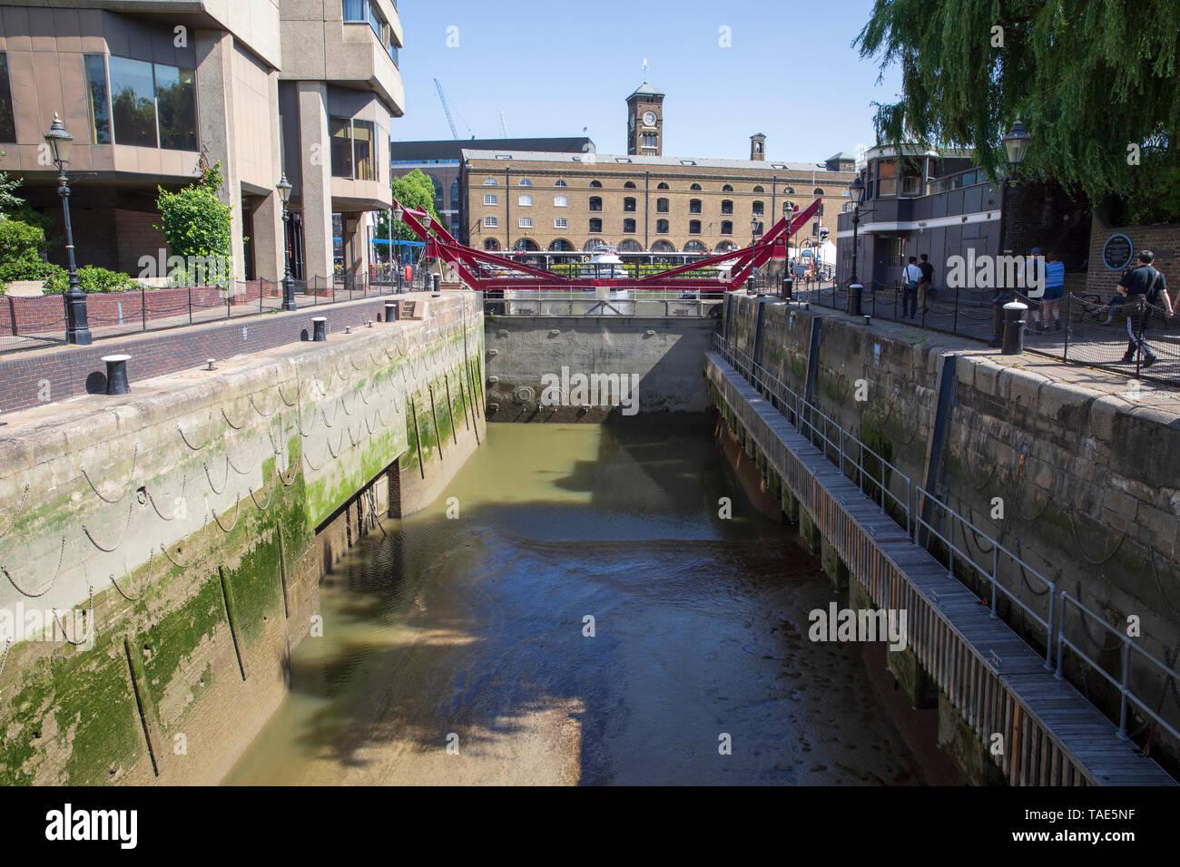 The Lock, St. Katharine's Dock, London, England. - Stock Image