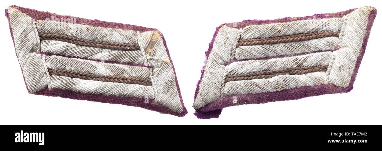 A pair of collar patches for army clerics/-clergymen Lilafarbenes Abzeichentuch mit silbern gestickten (oxidiert), lila durchzogenen Doppellitzen. Die seltensten Kragenspiegel des Heeres. historic, historical, 20th century, Editorial-Use-Only - Stock Image