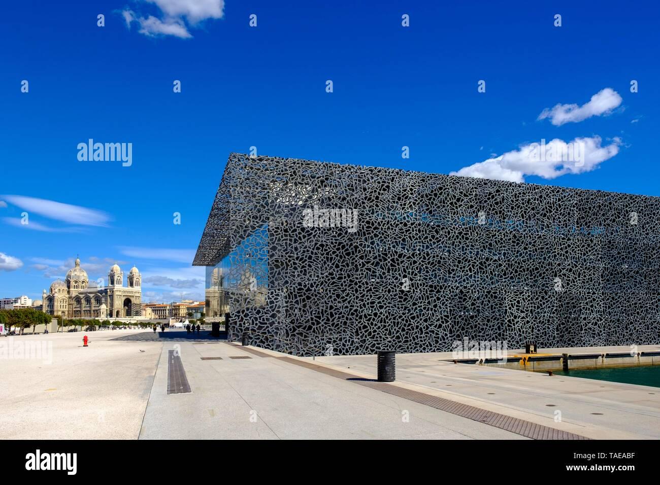 MuCEM, Musee des civilisations de l'Europe et de la Mediterranee, back cathedral, Marseille, Provence-Alpes-Cote d'Azur, France - Stock Image