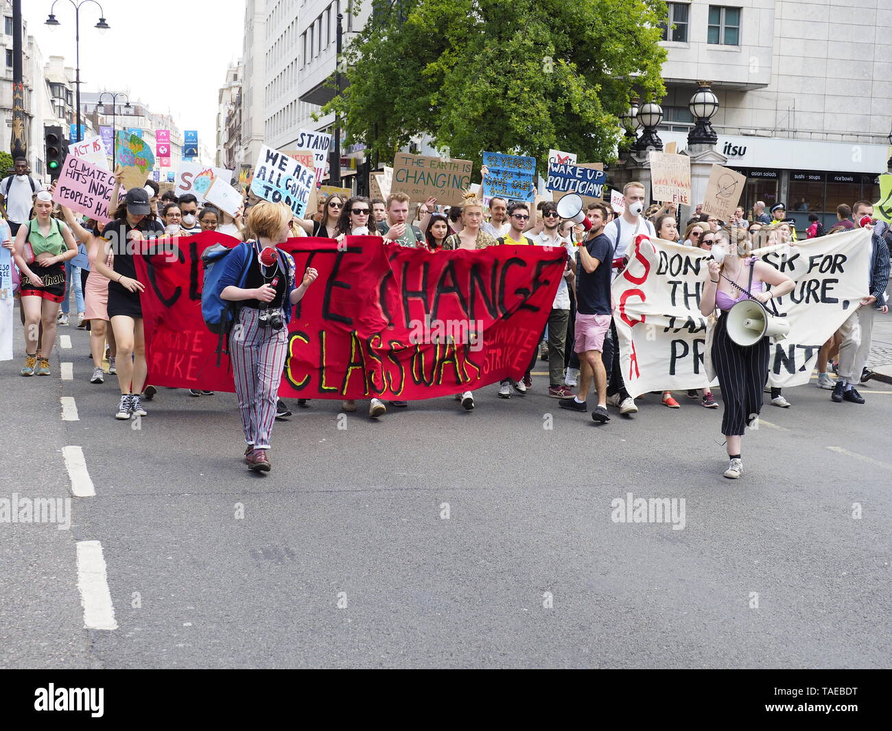 London, UK. 24th May, 2019. Students from Kings College London march for action on climate change along the Strand to meet up with the main protest event. Credit: Alan Gallery. - Stock Image
