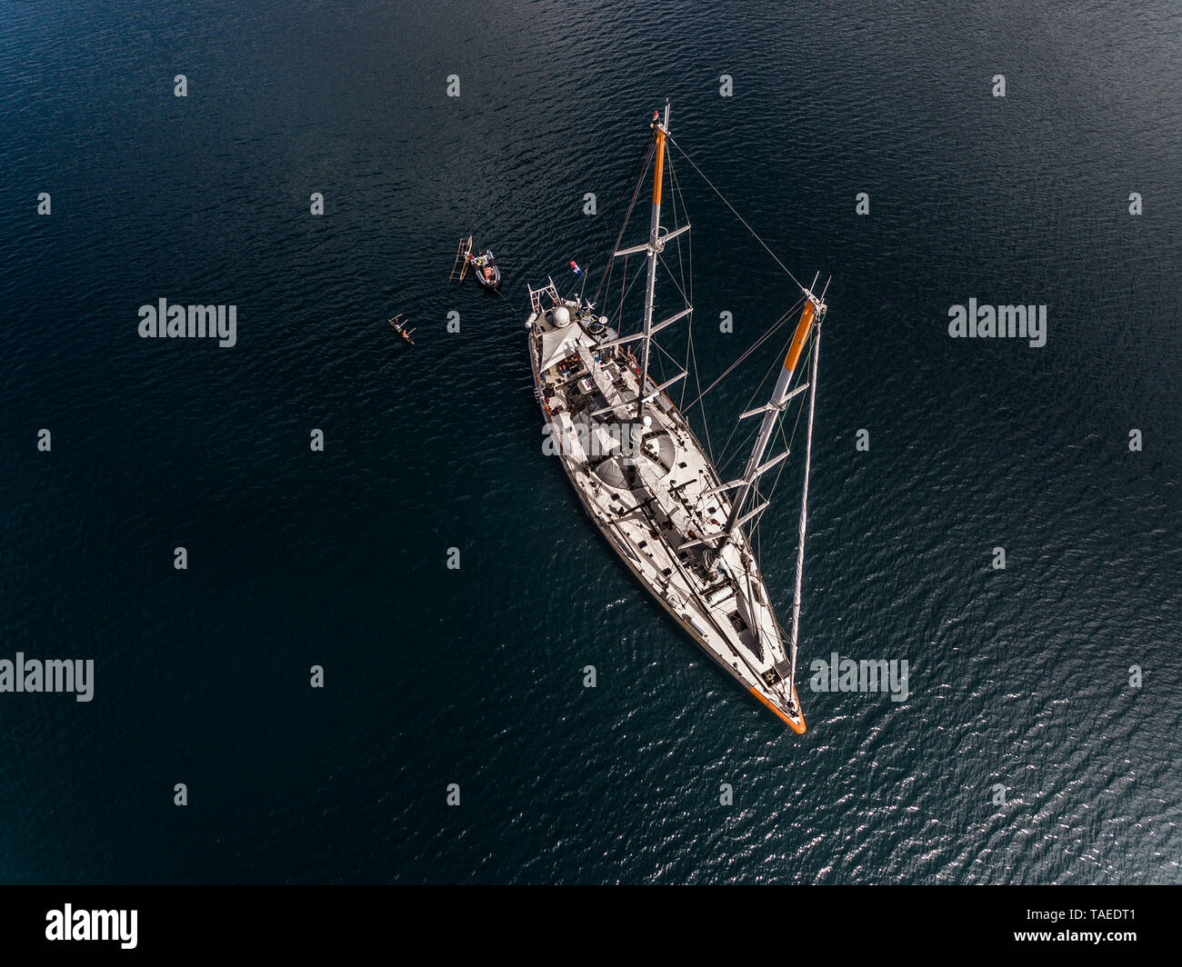 Tara Pacific expedition - november 2017 Tara, Solomon sea, Papua New Guinea, aerial view H68,4. mandatory credit line: Photo: Christoph Gerigk, drone pilot: Guillaume Bourdin - Tara Expeditions Foundation - Stock Image