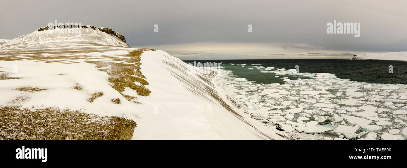 Polar landscape on Beechey Island, Canada's Arctic, famous for its connection to the tragic Franklin Expedition in search of the Northwest Passage. - Stock Image