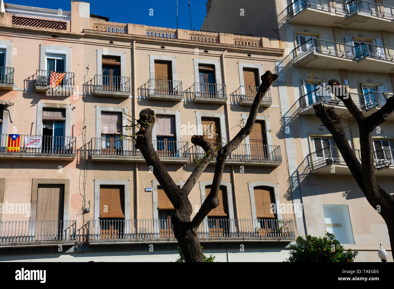 Tarragona, Spain. February 8, 2019. Old building facade in Rambla Nova, a main city walk with restaurants and shops - Stock Image