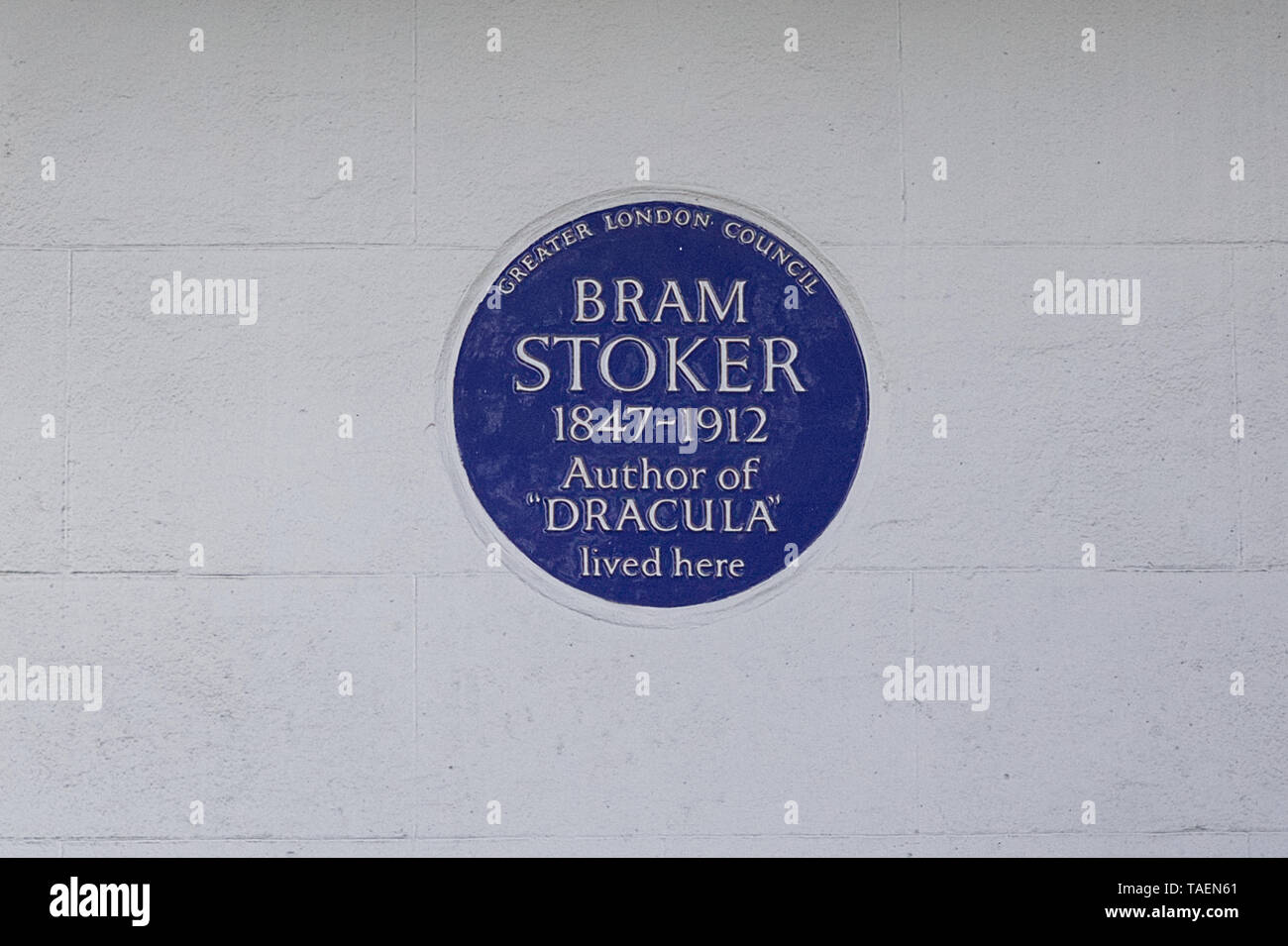 Bram Stoker, Author of Dracula lived here, Greater London Council  blue plaque Stock Photo