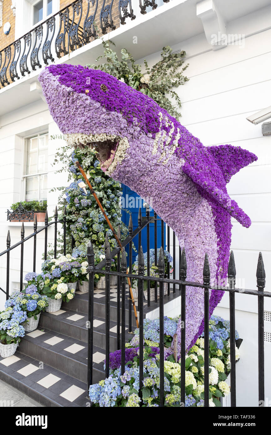 Whale made of flowers in Chelsea London - Stock Image