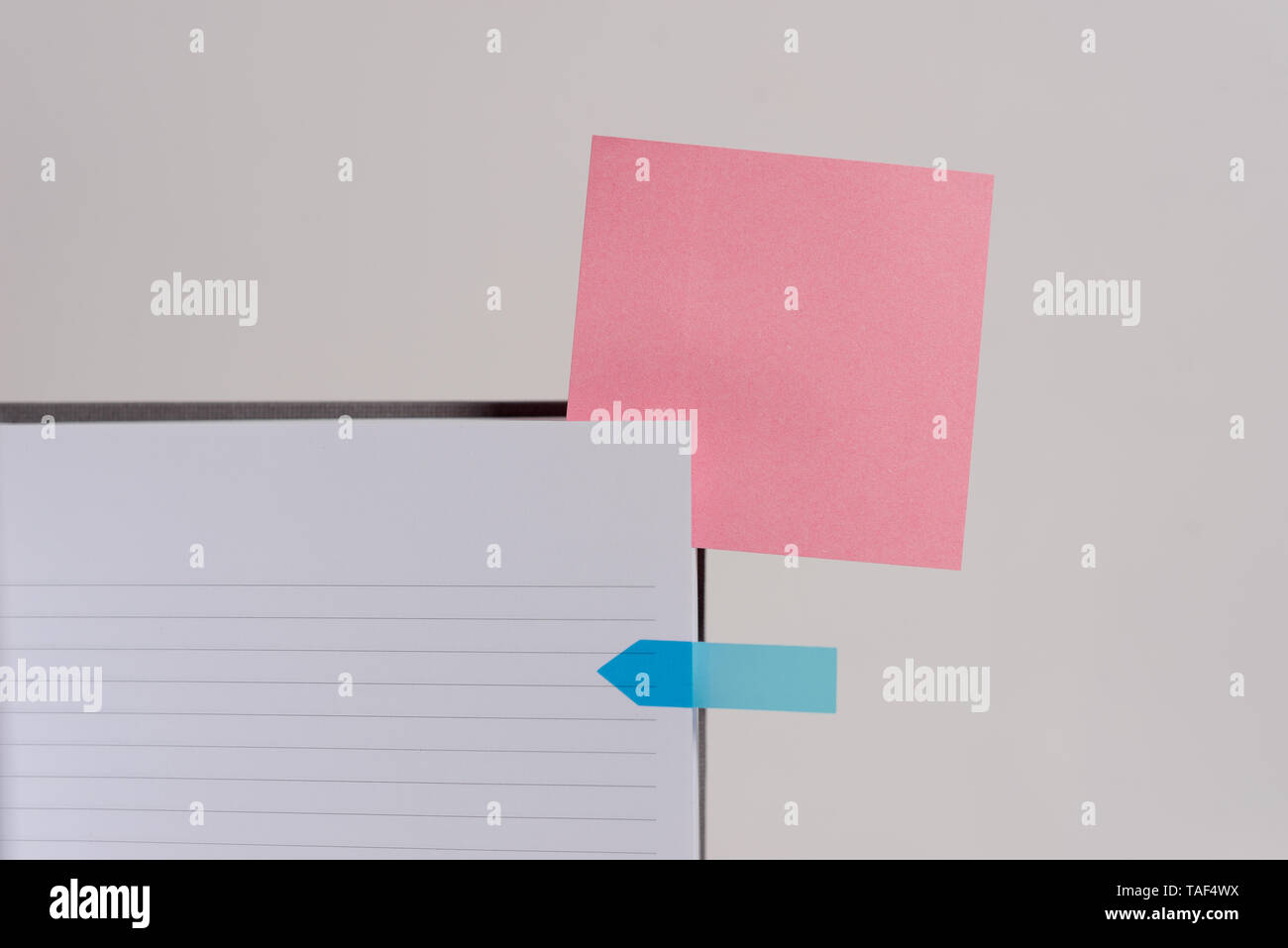 Hard cover note book sticky note arrow banner inserted clear background - Stock Image