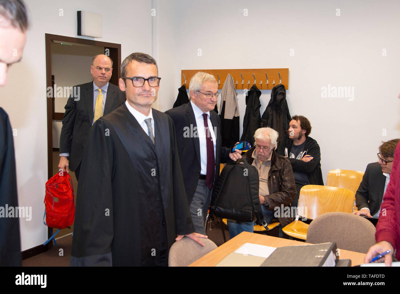 The invited as a witness Peter KOHL, son of Helmut Kohl, enters the hall, proceedings of Maike Kohl-Richter versus author Heribert Schwan and the Spiegel Verlag on the book VERMAECHTNIS, whether more passages should be banned and the amount of profits achieved on 22.05. 2019 before the district court Koeln,   usage worldwide - Stock Image