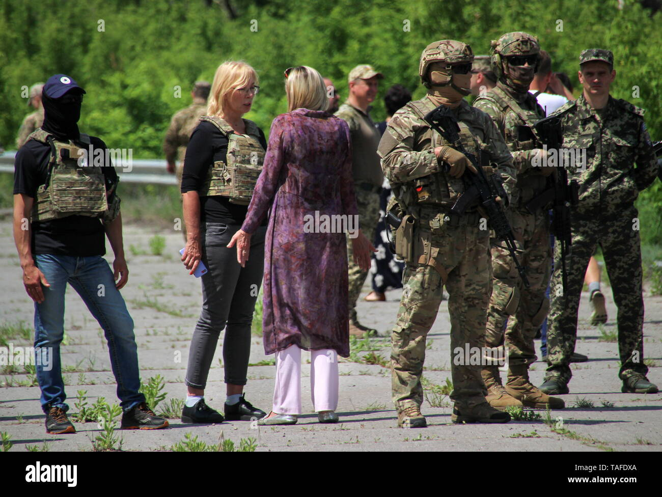 Ukraine. 24th May, 2019. LUGANSK REGION, UKRAINE - MAY 24, 2019: Lyudmyla Denisova (2nd L), Ukraine's Commissioner for Human Rights, and Olga Kobtseva (C) representing the Lugansk People's Republic in the humanitarian subgroup of the Trilateral Contact Group on Ukraine, meet as the republic transfers 60 prisoners convicted before the 2014 Ukrainian crisis, to Ukraine. Alexander Reka/TASS Credit: ITAR-TASS News Agency/Alamy Live News - Stock Image