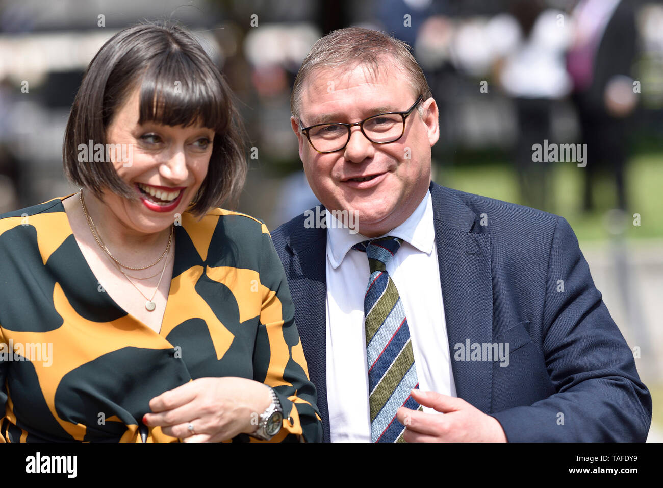 London, UK. 24 May 2019. Politicians of all parties are interviewed on College Green, Westminster, on the day Theresa May announces she will step down as Prime Minister on Juns 7th. Marck Francois MP (Con: Rayleigh and Wickford) with Sky News' Beth Rigby Credit: PjrFoto/Alamy Live News Stock Photo