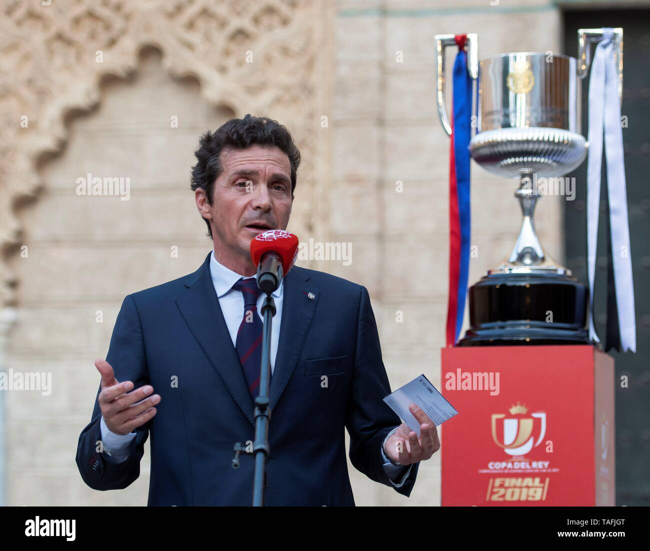 Sevilla, Spain. 24th May, 2019. The Director of Institutional Relations of Futbol Club Barcelona Guillermo Amor delivers a speech during a official dinner ahead Spanish King's Cup final match, at Real Alcazar, in Sevilla, Andalusia, Spain, 24 May 2019. Valencia CF will face FC Barcelona on a Spanish King's Cup final match in Sevilla on 25 May. Credit: Raul Caro/EFE/Alamy Live News - Stock Image