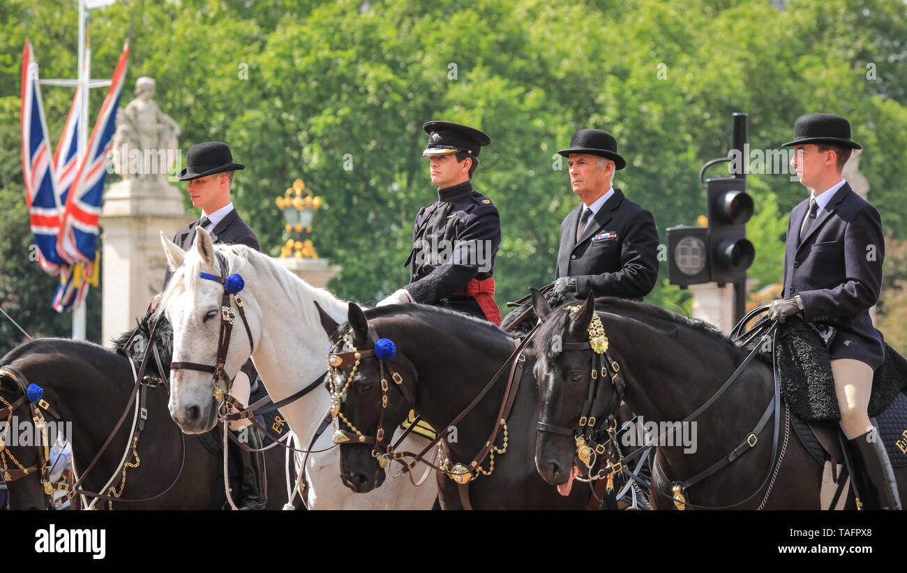 Westminster, London, UK  25th May, 2019  Mounted grroms in