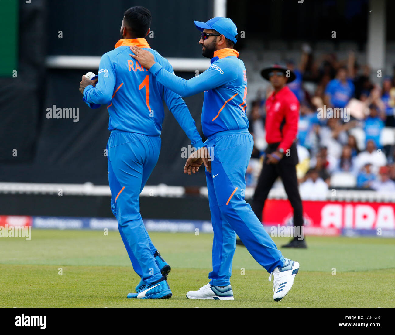 LONDON, United Kingdom. 25 MAY, 2019. KL Rahul of India caught Martin Guptill of New Zealand and bowled by Hardik Pandya of India during ICC World Cup - Warm - Up between India and New Zealand at the Oval Stadium , London,  on 25 May 2019 Credit Action Foto Sport News News Credit: Action Foto Sport/Alamy Live News Stock Photo