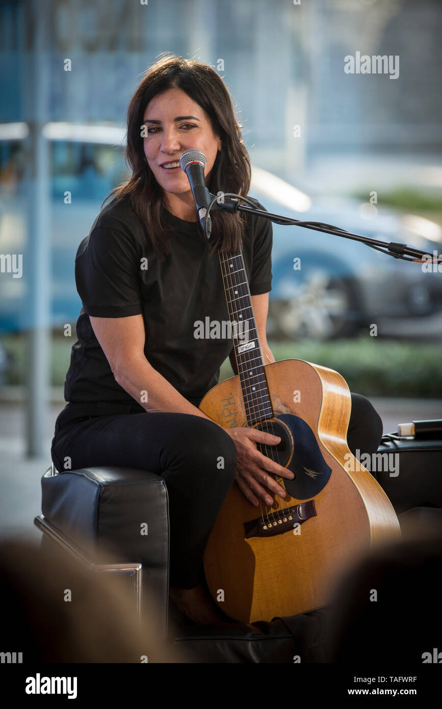 Milano, Italy. 23rd May, 2019. Guest Paola Turci at the 'D la Repubblica' concerts and talk shows open to the public to celebrate music. at the Volvo Studio in Milan. Credit: Pamela Rovaris/Pacific Press/Alamy Live News - Stock Image