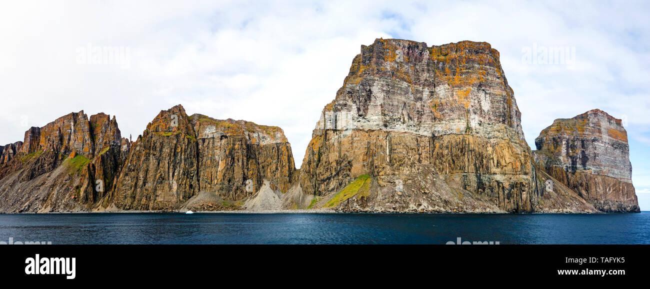 Cape Searle cliffs housing a seabird breeding colony, Baffin, Nunavut, Canada - Stock Image