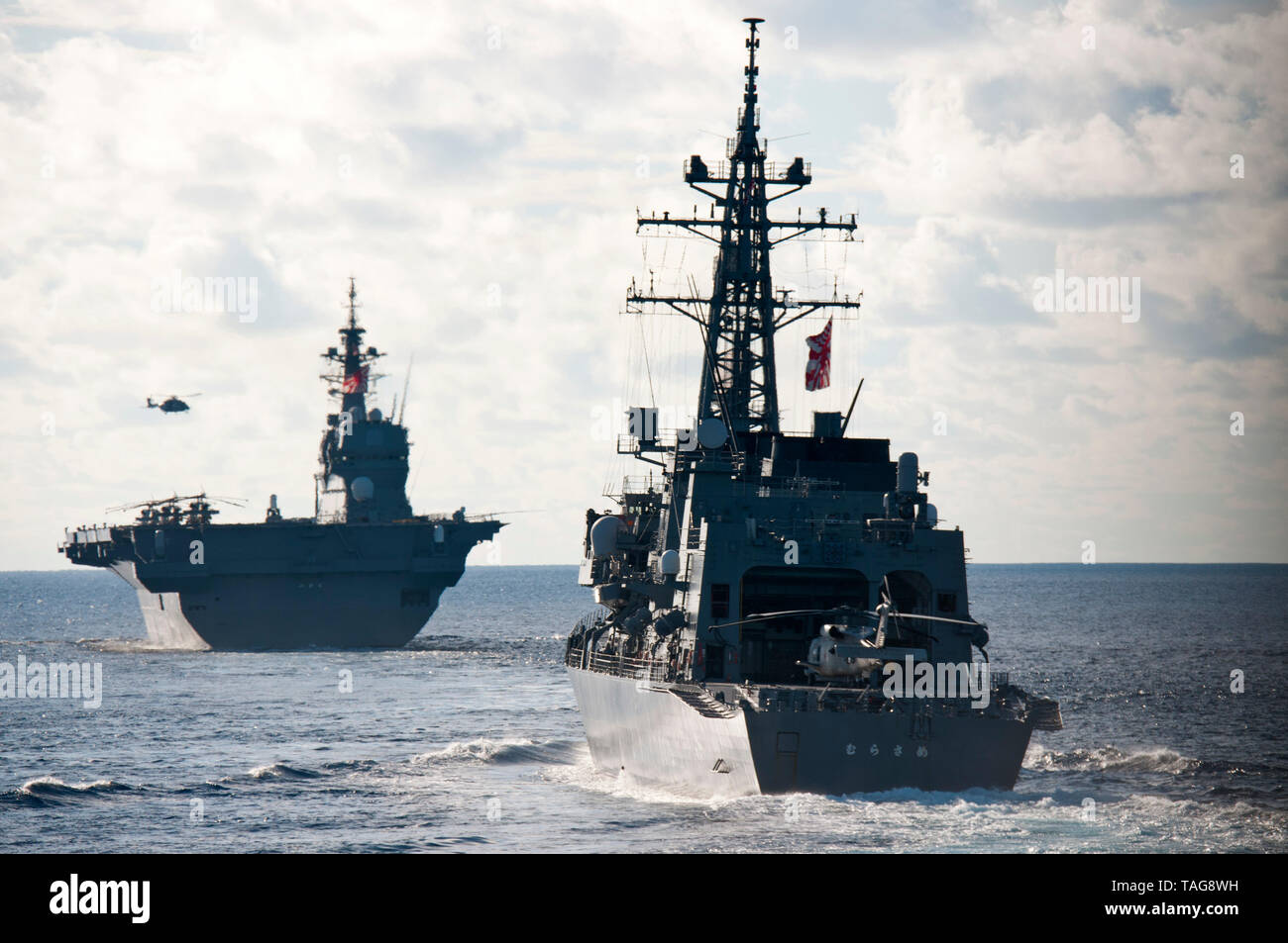 190521-N-VA840-0055 INDIAN OCEAN (May 21, 2019) The Japan Maritime Self Defense Force Izumo-class helicopter destroyer JS Izumo (DDH 183), and the Murasame-class destroyer JS Murasame (DD 101) sail in formation during exercise La Perouse. (U.S. Navy photo by Mass Communication Specialist 1st Class Leonard Adams) - Stock Image