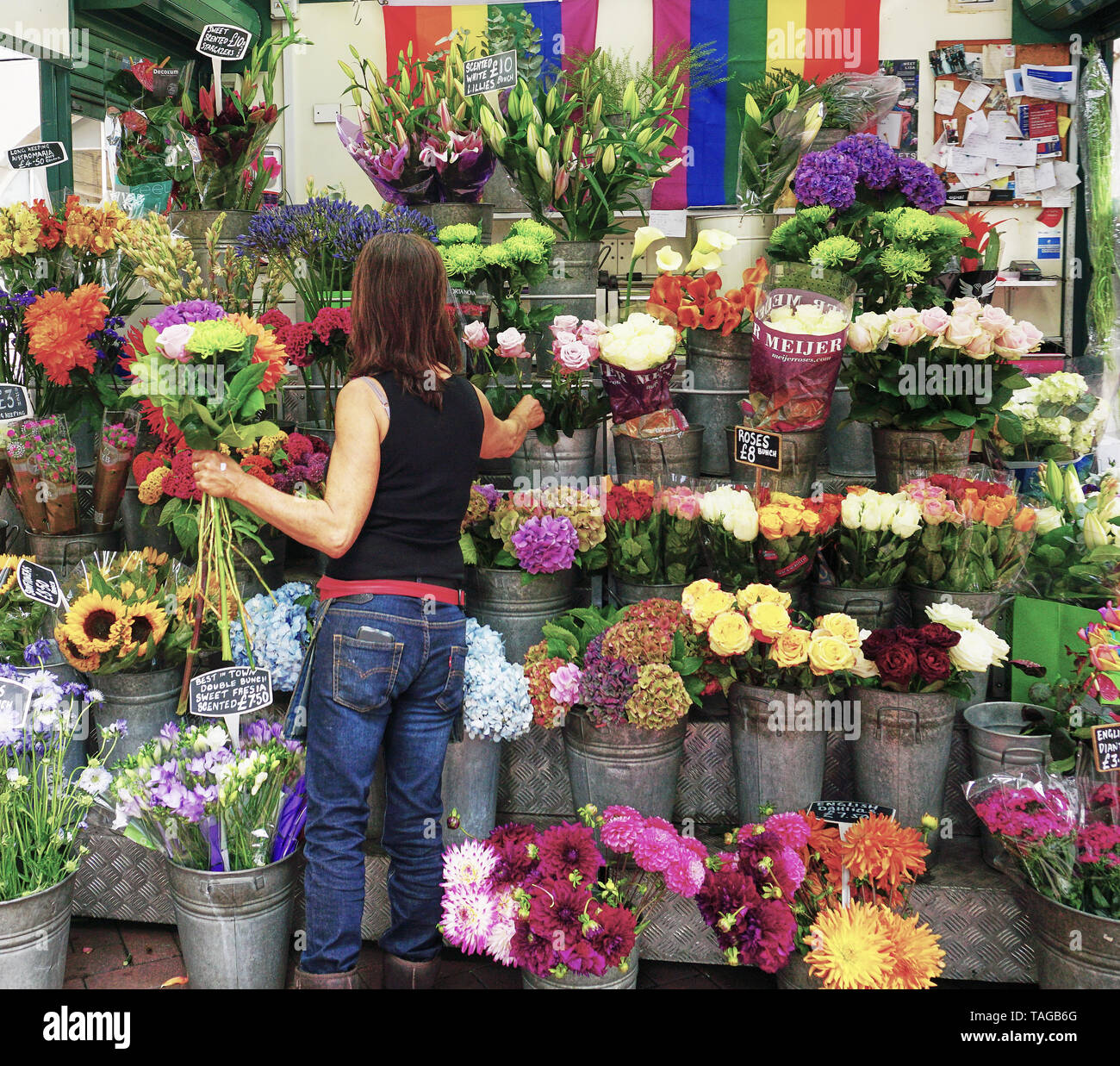 Woman selling flowers at Kiosk in London, England - Stock Image