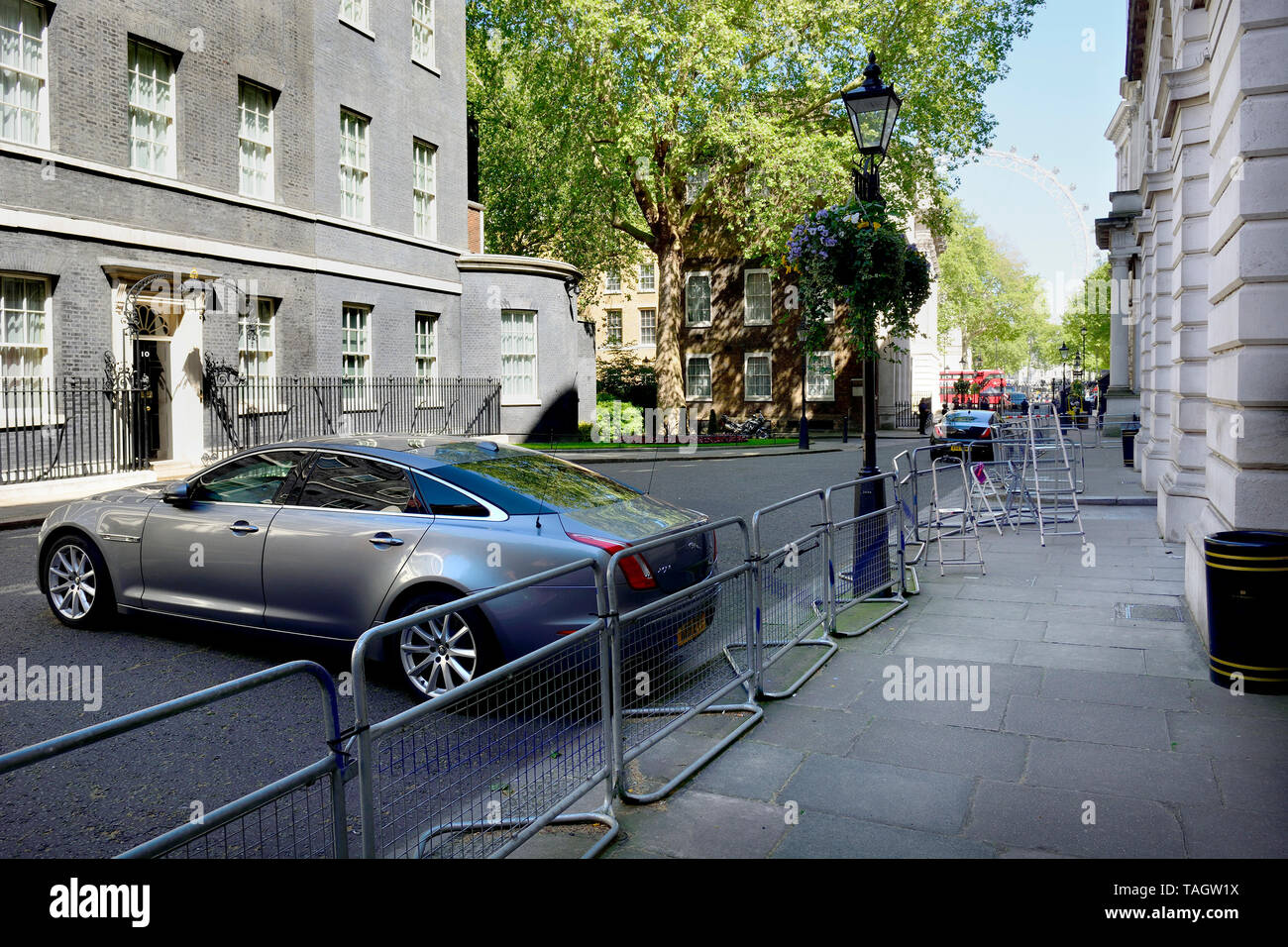 London, England, UK. Downing Street, empty, ministerial car waiting. Empty press enclosure (right, behind the barrier) - Stock Image