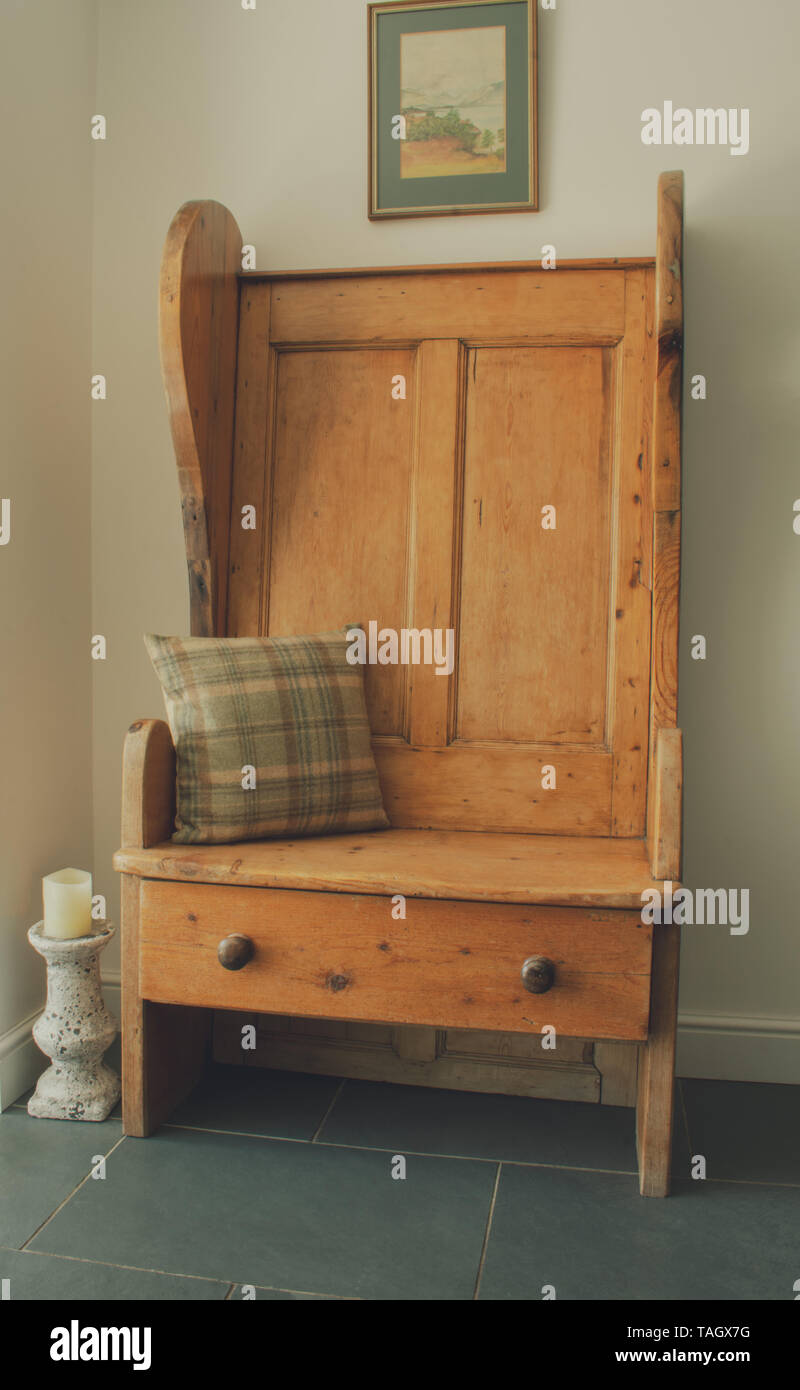 Admirable Antique Pine Settle A Settle Is A Wooden Bench Usually Pdpeps Interior Chair Design Pdpepsorg