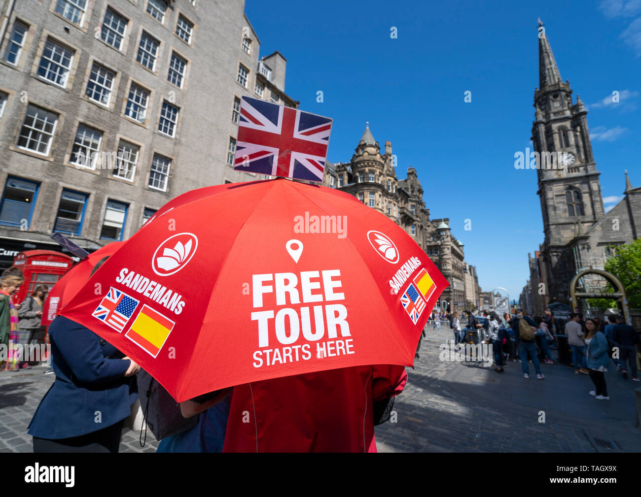 Free tour guide on the Royal Mile in Edinburgh Old Town, Scotland, UK - Stock Image