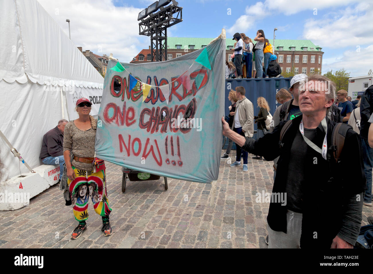 Copenhagen, Denmark. 25th May, 2019. About 30,000 people take part in the People's Climate March, the largest climate march yet in Denmark. Demonstration and speeches at Christiansborg Palace Square in front of the Danish parliament. Speeches by, among others, Danish politicians and Swedish 16 year old climate activist Greta Thunberg. Many Danish politicians from most political parties are present, interest probably enhanced by the electoral campaign for the upcoming EU Parliament election in Denmark tomorrow and the Danish general election on 5th June this year. Credit: Niels Quist/Alamy. - Stock Image