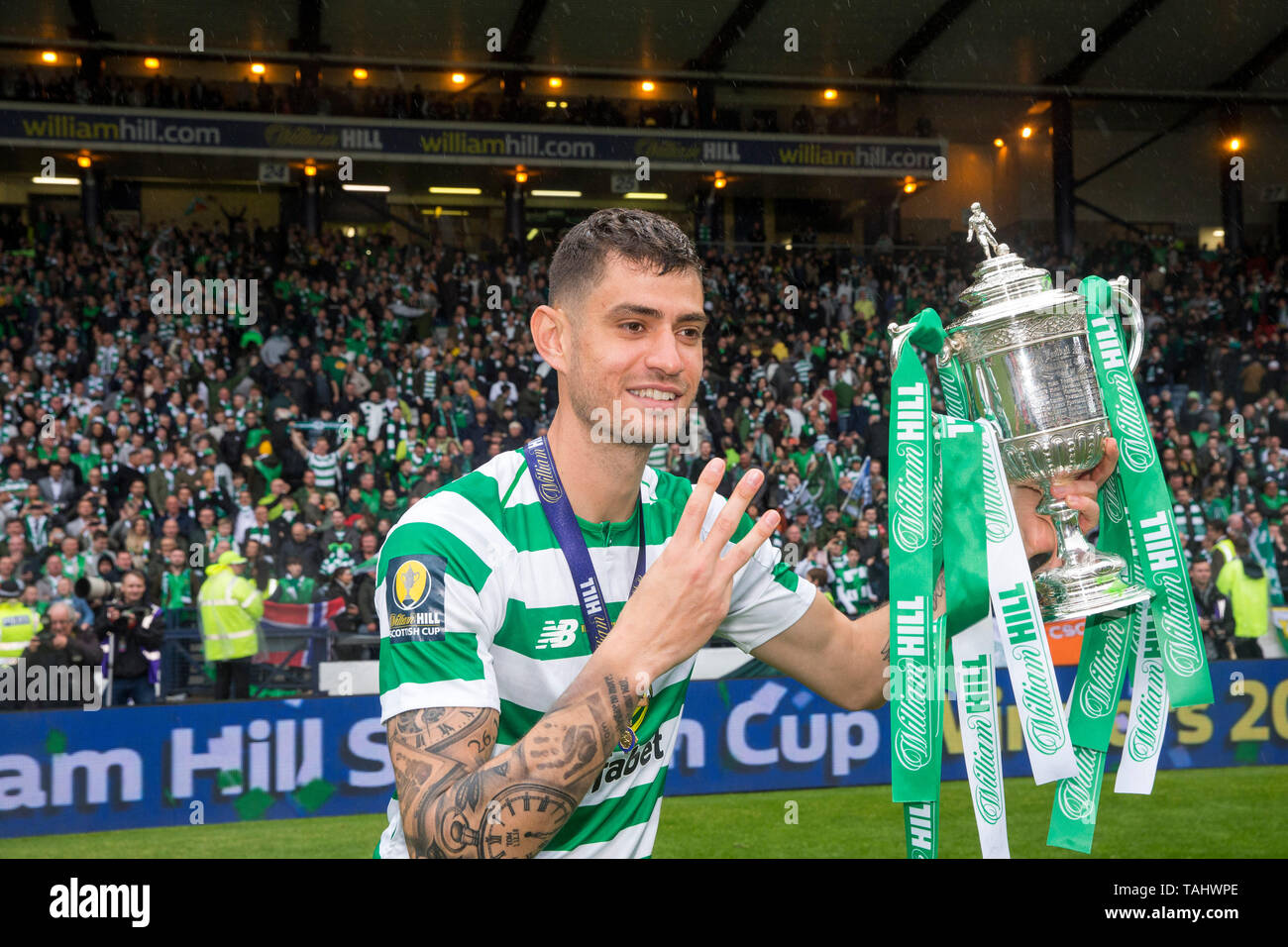 Celtic's Nir Bitton poses with the trophy after the William Hill Scottish Cup Final at Hampden Park, Glasgow. - Stock Image